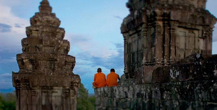 Cambodgia 400 EUR dus-intors din Roma