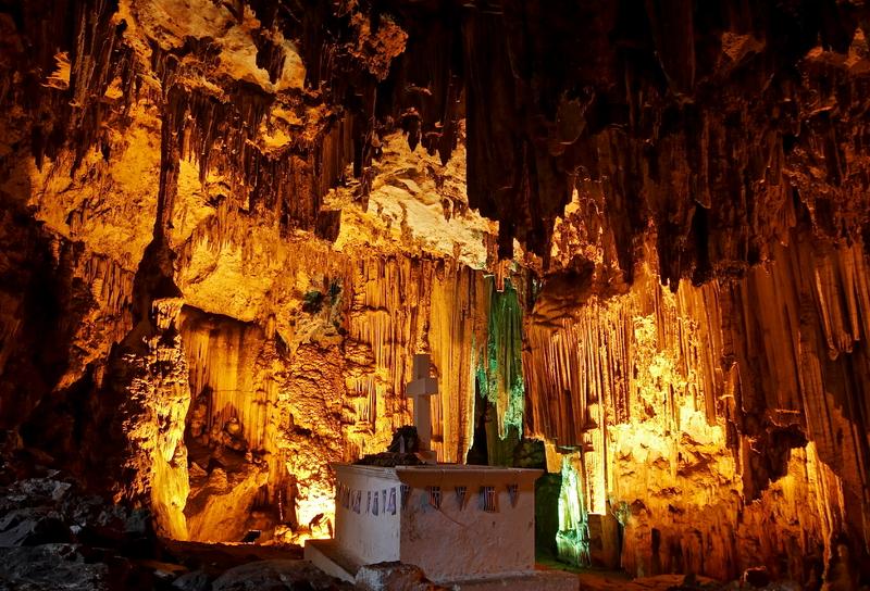 Melidoni-Cave-Grave1