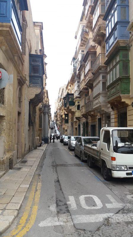 malta_circula-pe-stanga