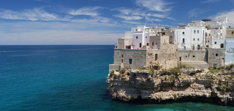 Ce poți face o zi în Puglia: Bari și Polignano a Mare