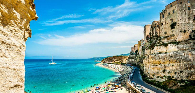 Weekend prelungit la plaja in Tropea! 112 euro (zbor, cazare si transfer)