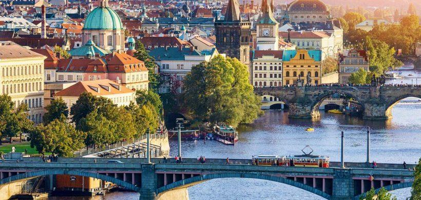 Rute noi Wizzair! Zboruri din Bucuresti catre Praga si Sevilia