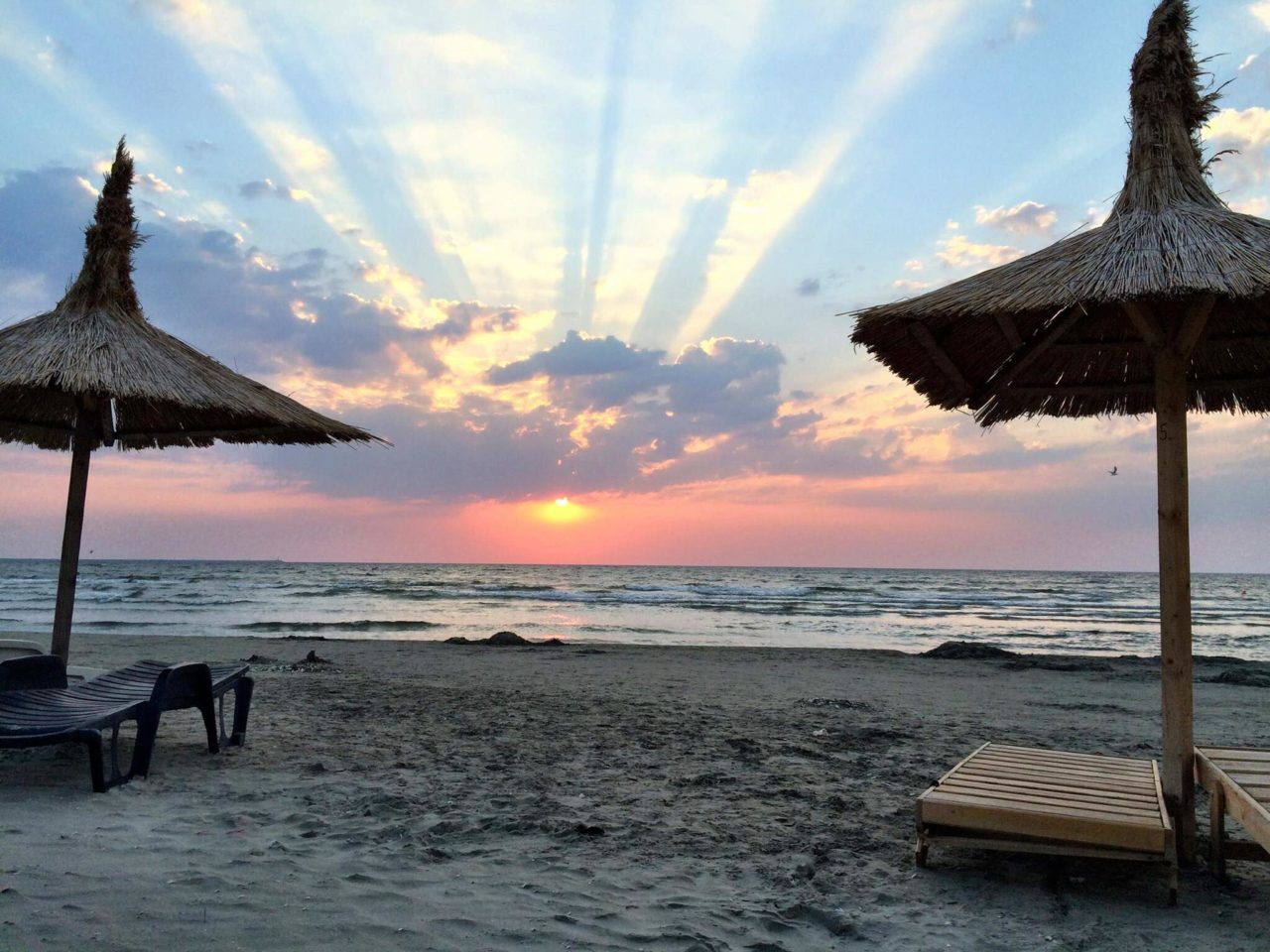 vedere la malul mării)