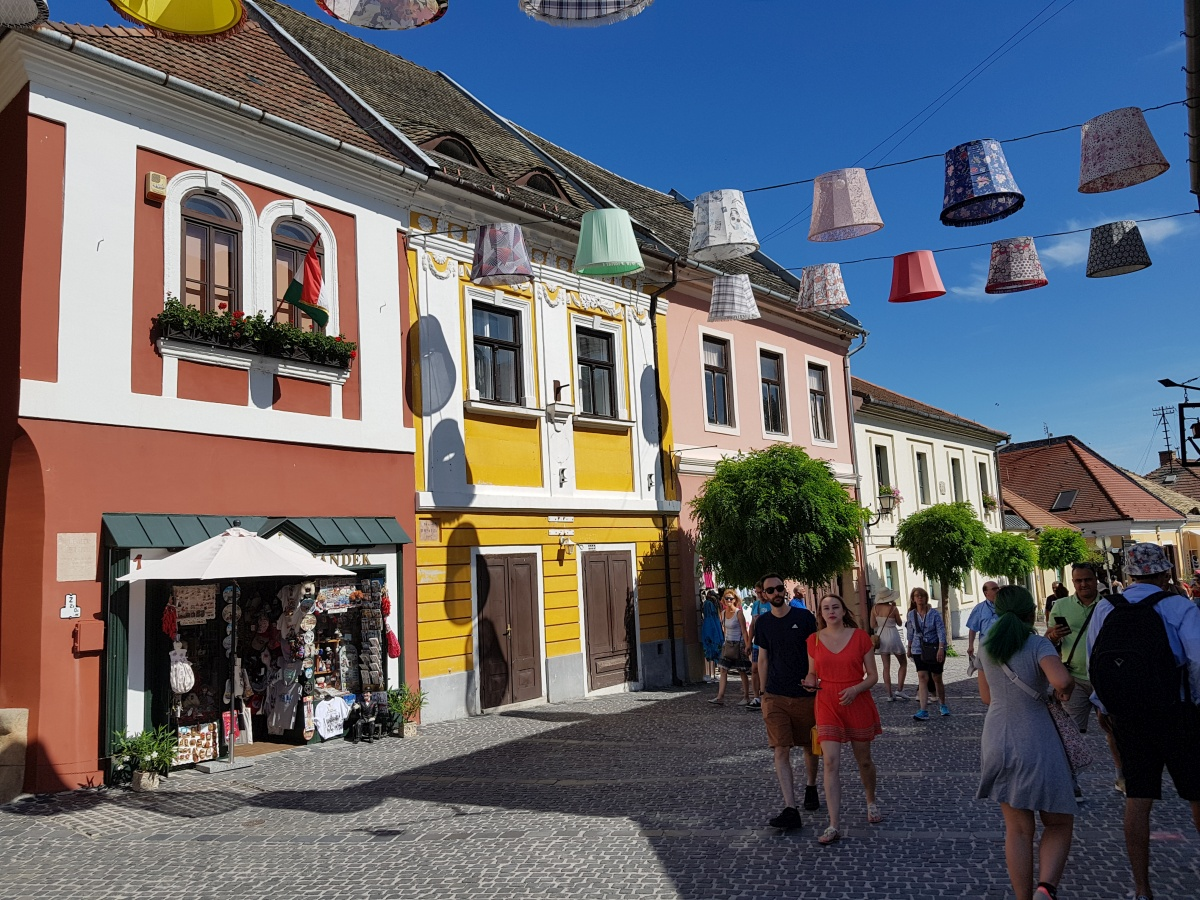 Szentendre, bijuteria colorată de lângă Budapesta