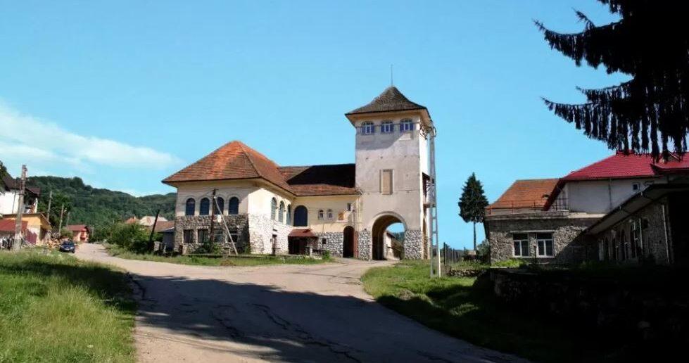 Turnul Maresalului- cazare inedita intr-un turn, in apropiere de Transfagarasan